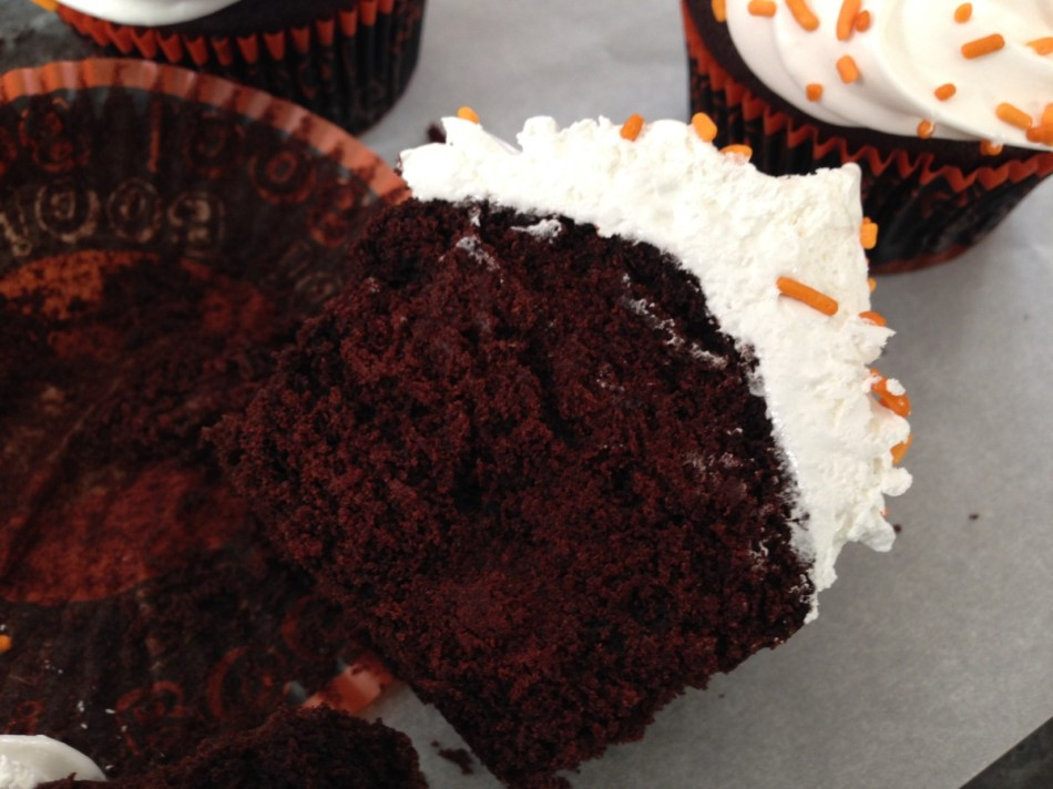 Devil 39 S Food Cupcakes W Marshmallow Frosting For